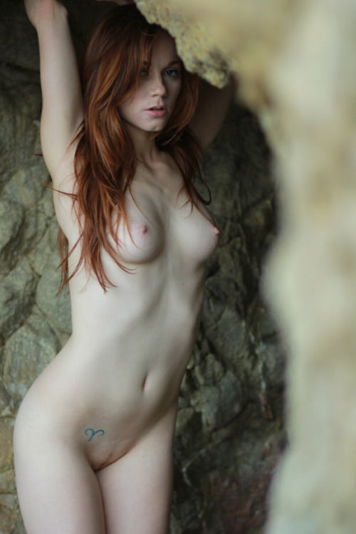Nerdy Teen Redhead Pees In The Shower Before Dildoing Her Hairy Pussy