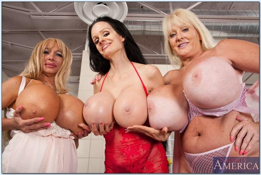 Три женщины и их большие сиськи, смотреть порно в каюте