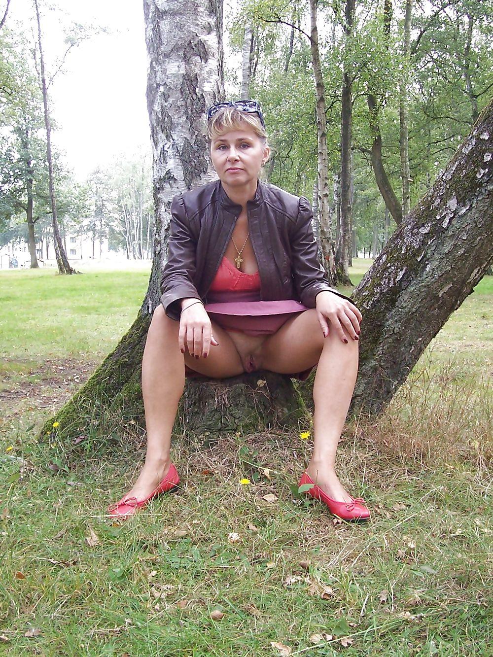 porno-foto-zhenshina-na-kortochkah-vozbuzhdenie-u-zhenshini-smazka