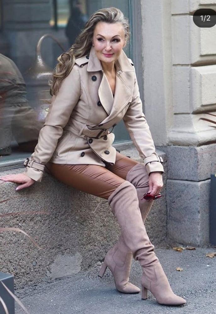 Milfs & Gilfs wearing boots no.108 - 40 Pics