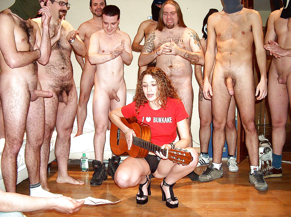 Фото голая в компании мужиков