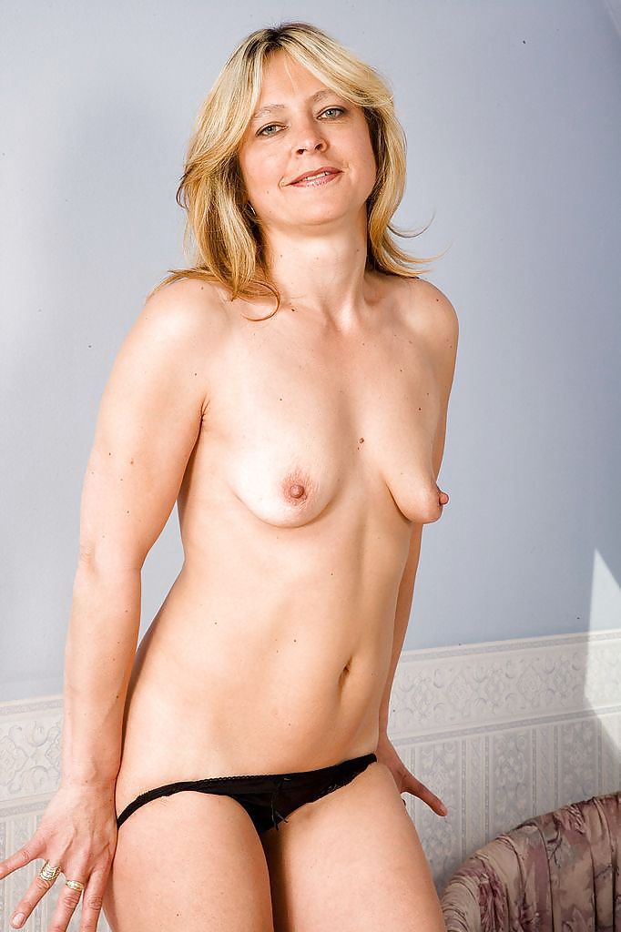 Monica With Her Small Saggy Tits - 16 Pics  Xhamster-5859
