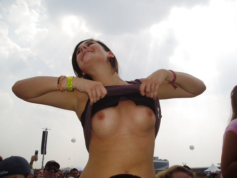 Девушки показывают сиськи нарезка видео — pic 14
