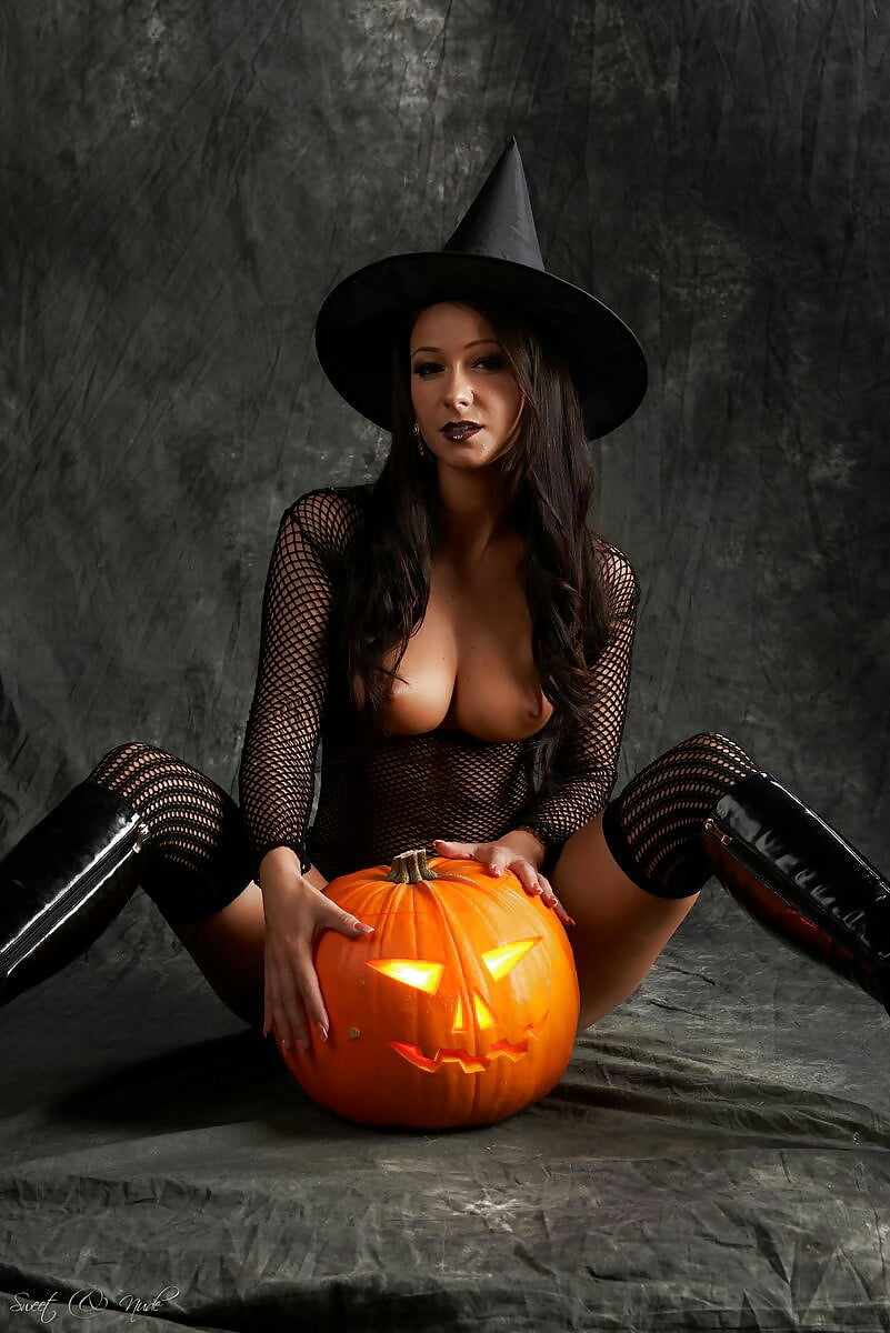 babes-in-sexy-halloween-costume-naked-inside-a-pussy-hole