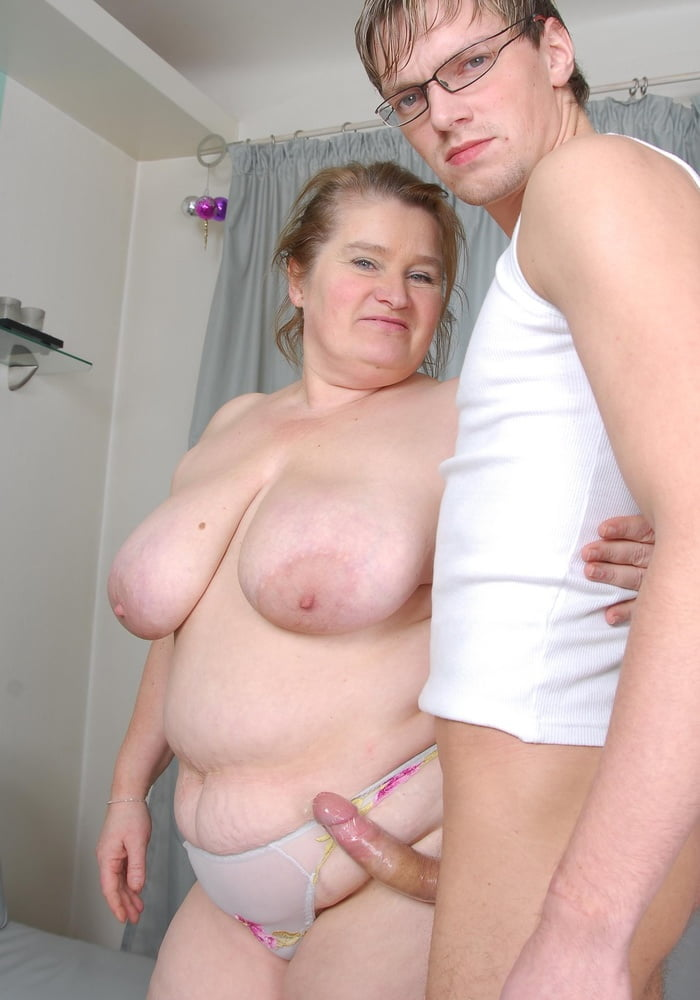 Big ass mom whore mom ride son dick and take a huge creampie thne push it out