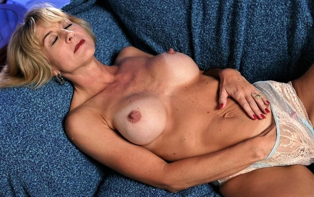naked-lonely-milf