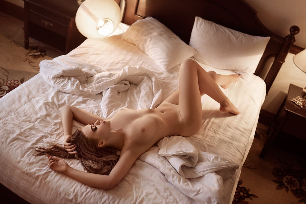 Naked women i bed