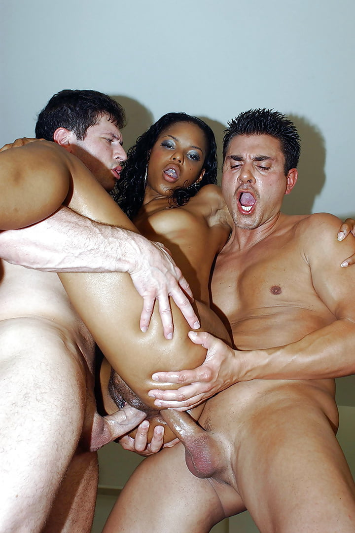 Black whore gets double penetrated