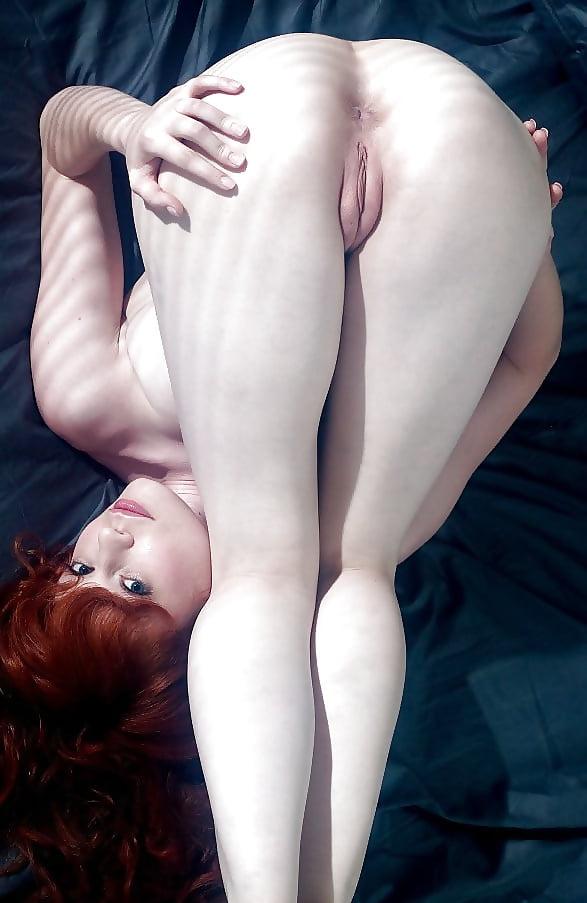 naked-ginger-women-bending-over