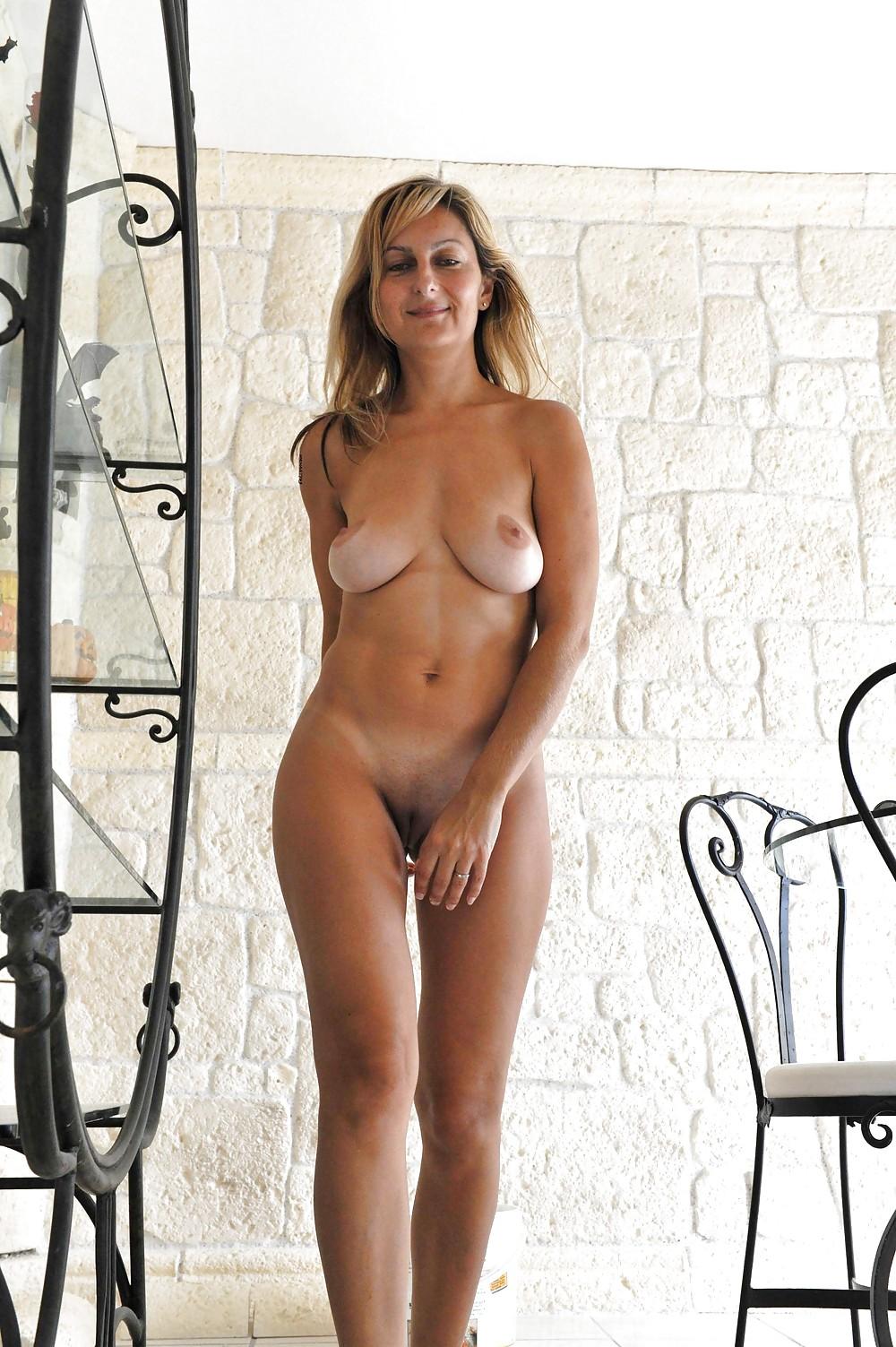 Amateur soccer mom modeling nude