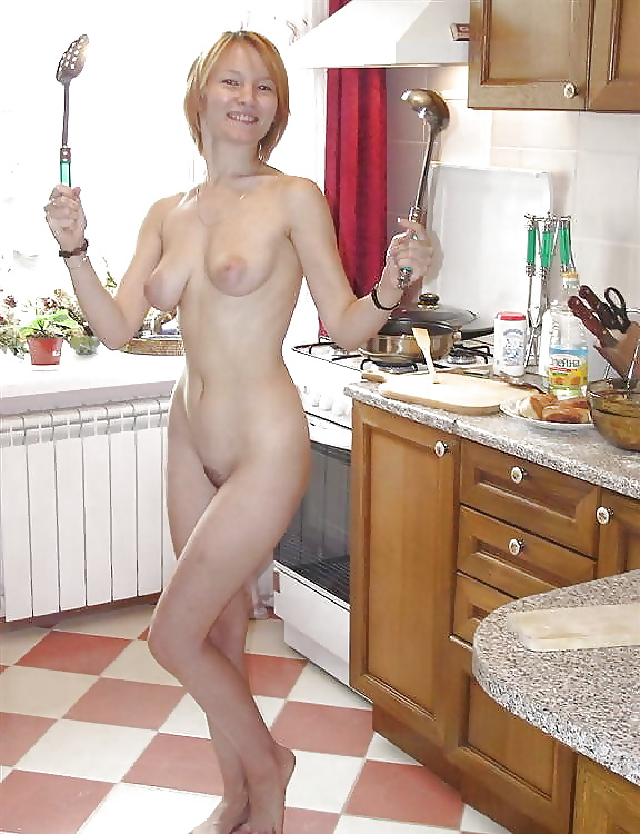 nude-mom-in-kitchen-naked-shaved-women