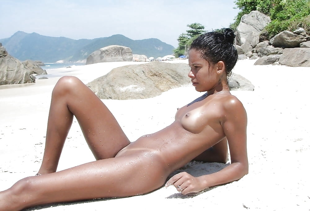 Topless black girl with great pair of tits imageed