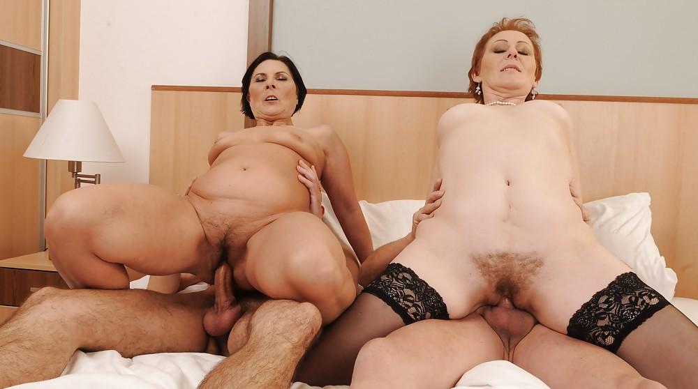 порно фото зрелая женщина трахается часть