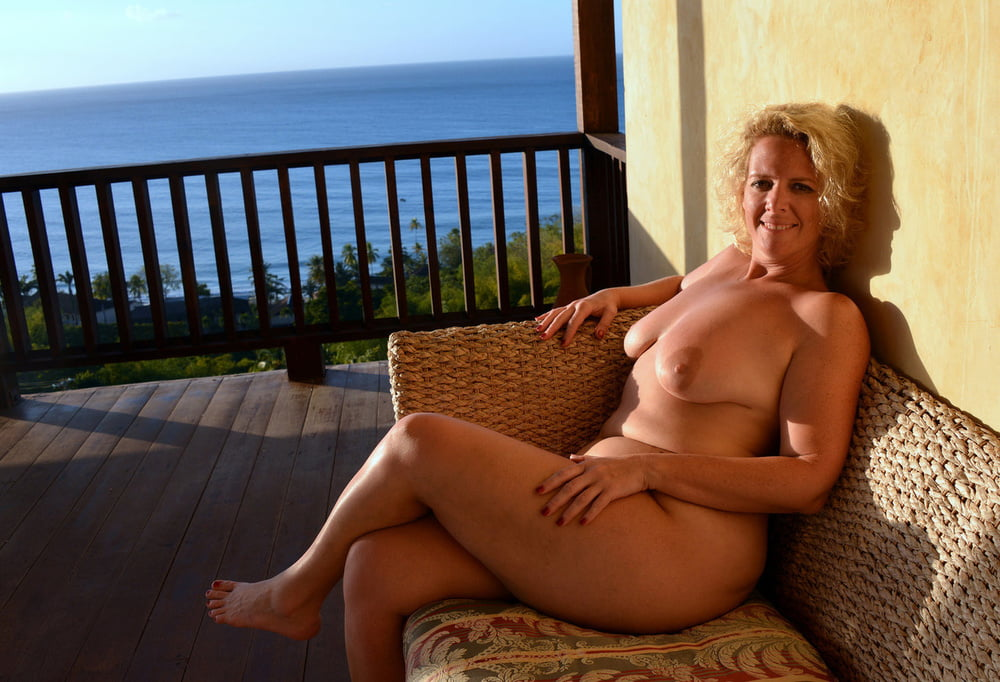 Mature Plumper Bethany Getting Naked And Spreading Pussy