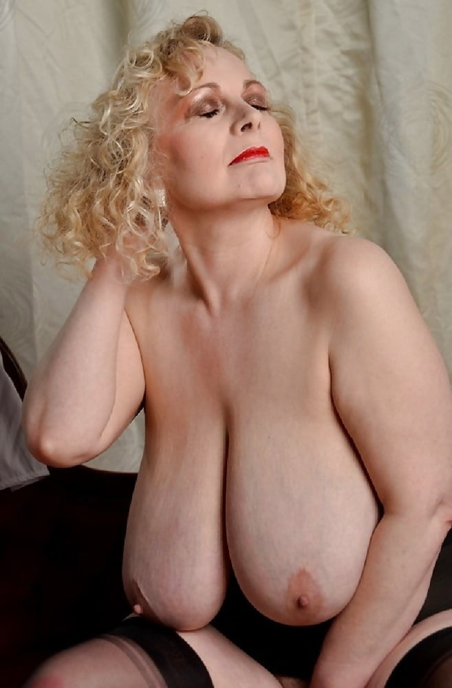 Showing xxx images for busty saggy mature xxx