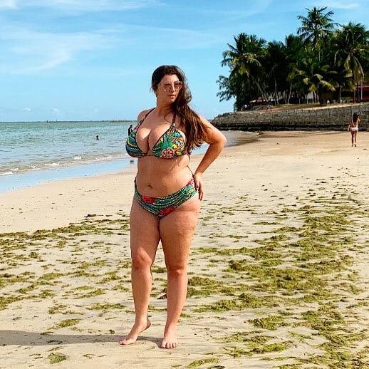 Busty woman 1255 - 11 Pics