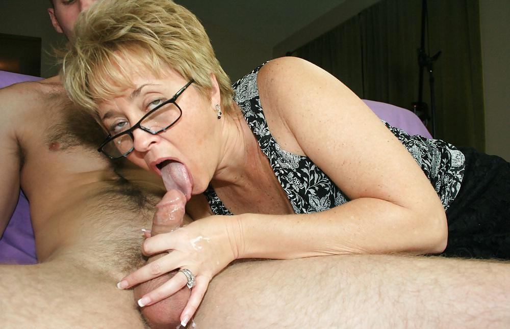 Дал сосать хорошей мамке онлайн