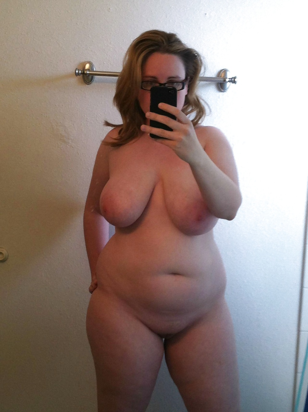 naked-chubby-mature-selfie-tongue-fuck-video