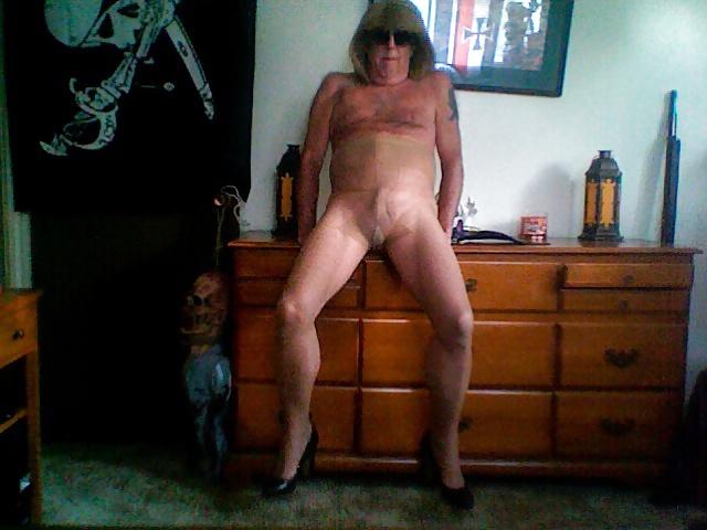 Dutch milf pantyhose and heels