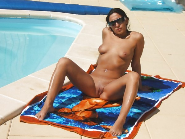 Porn image sexy amateur in pool shaved pussy