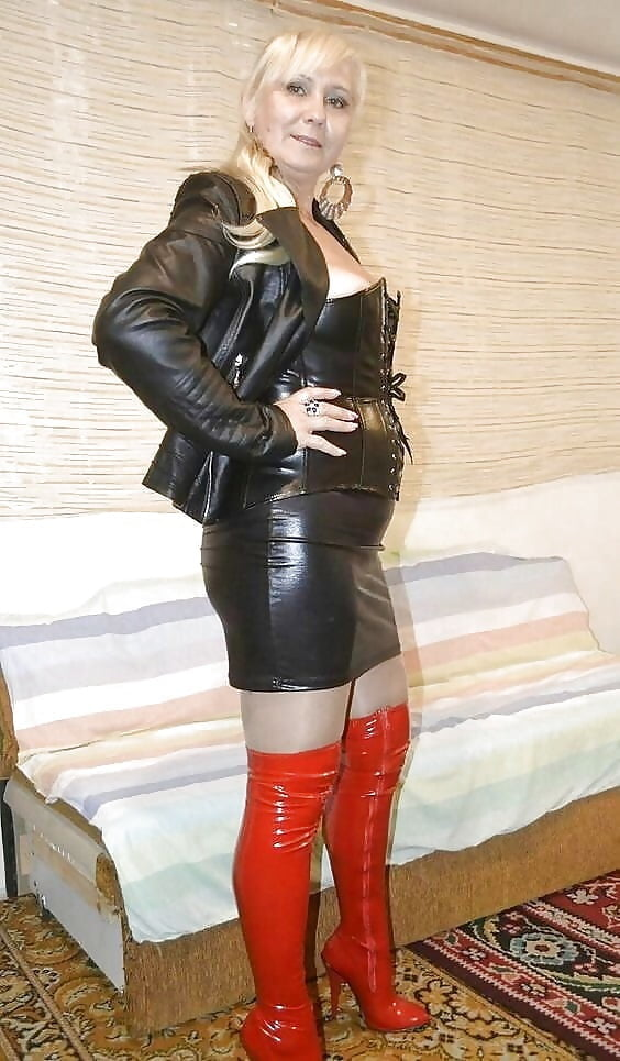 nude-babe-leather-mature