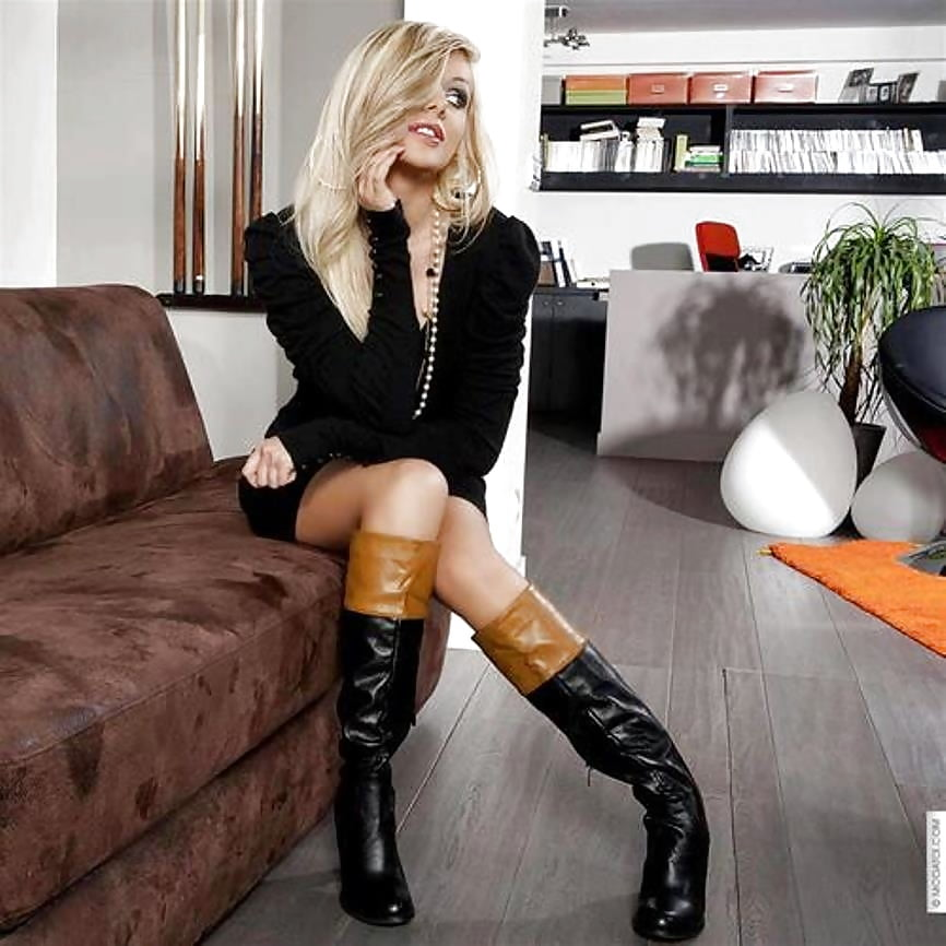 pantyhose-babe-in-thigh-boots