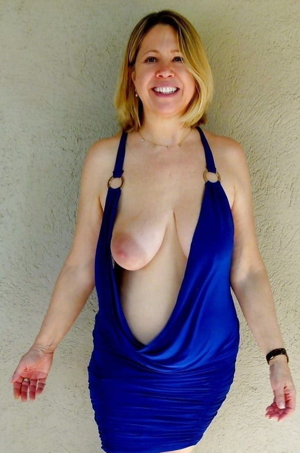 Select Smiling Women with their Tits Out 014 - 100 Pics