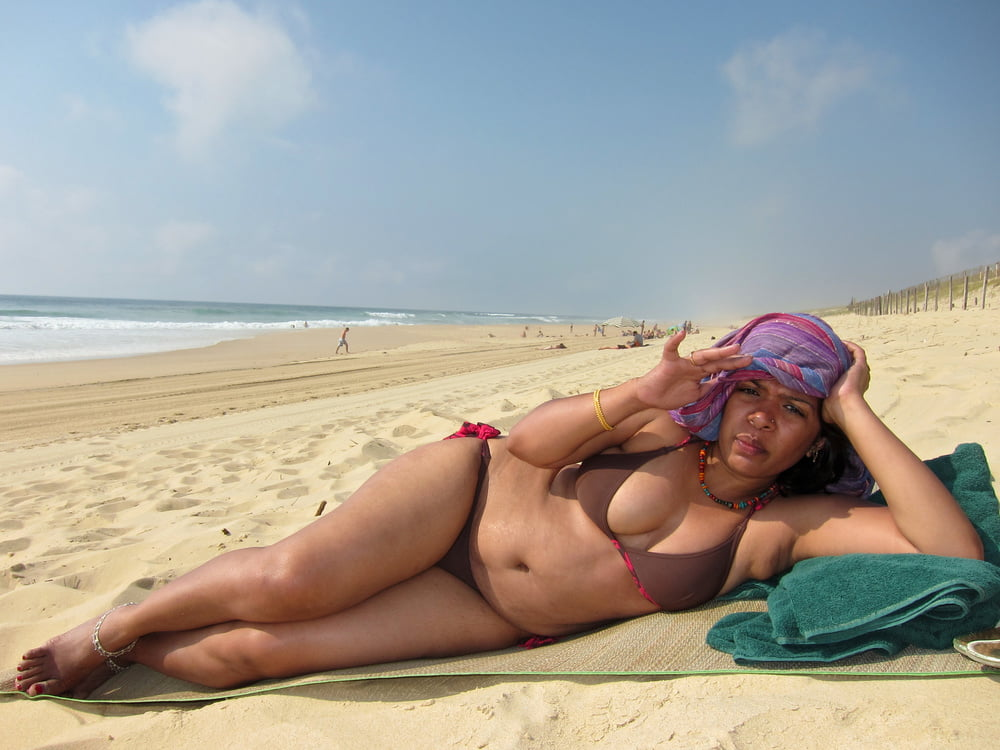 pictures-of-my-wife-on-beach-sexy-cheerleader-flashing