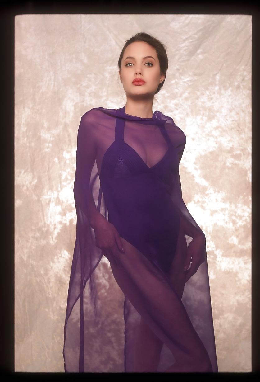 Angelina jolie taking lives hot
