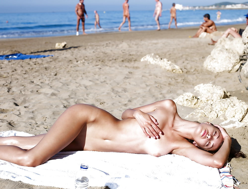 deepthroat-movies-nude-beach-sitges-lesbian-pussy