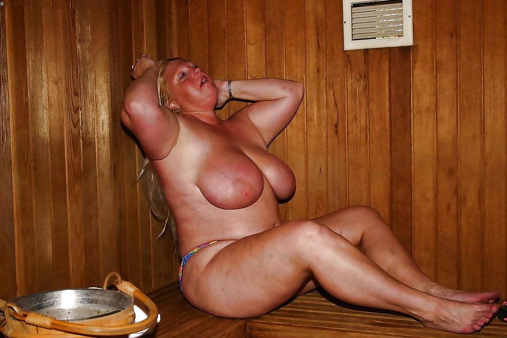 старые бабы моются в бане видео положил