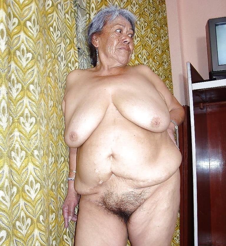 krasivie-golie-starushki-na-foto