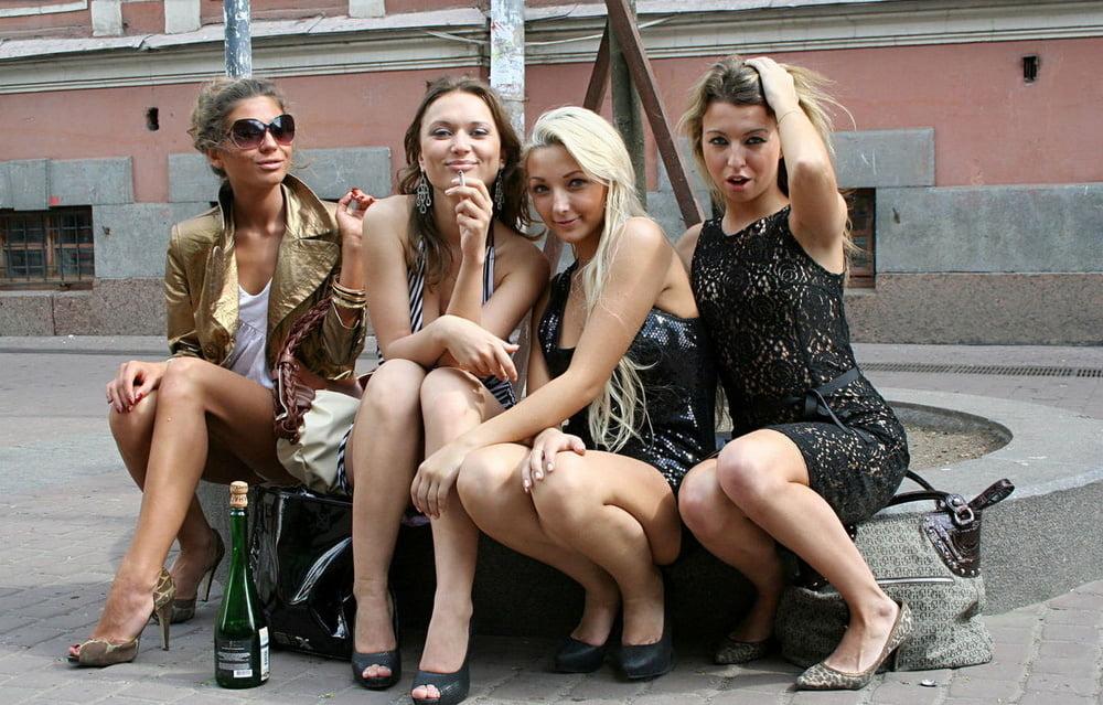 nemetskie-studenti-seks-devushka-konchila-i-slizivaet-svoy-sok-s-paltsev
