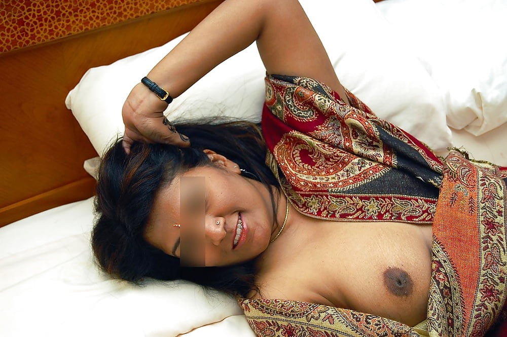 howard-galleries-tanashri-boobs-show-image-boyd-nude