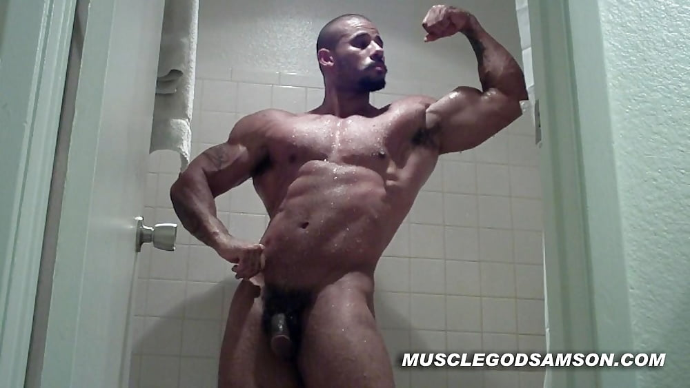 Bodybuilder masturbation