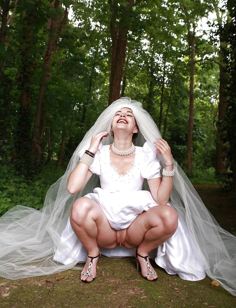 Видео онлайн ню фото невеста светит пиздой видео жена взяла