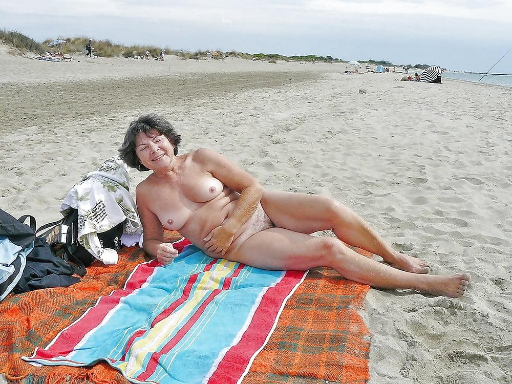Nude grannies on the beach — photo 3