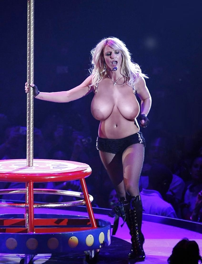 Nude Britney Spears Showing Sexy Tits And Pussy Fake