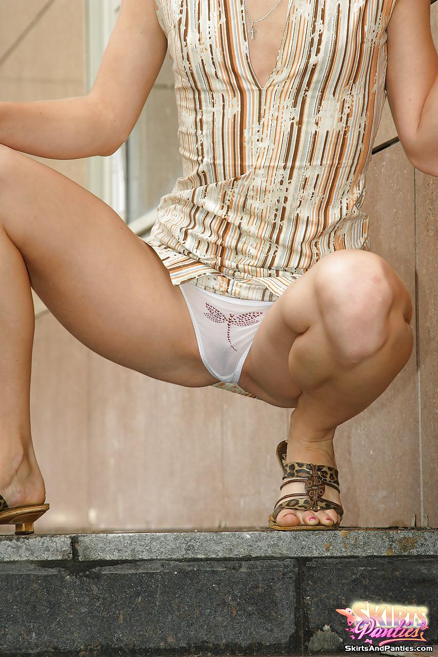 Прозрачные трусики эротика на корточках — img 1