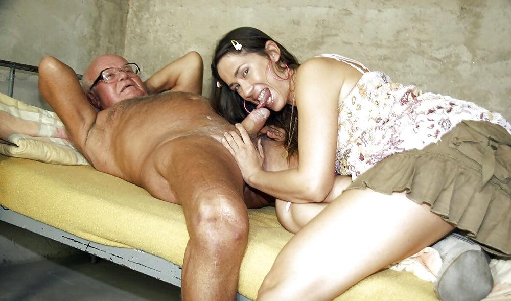порно смотреть молодая сосет у старого поворачивается спиной показывает