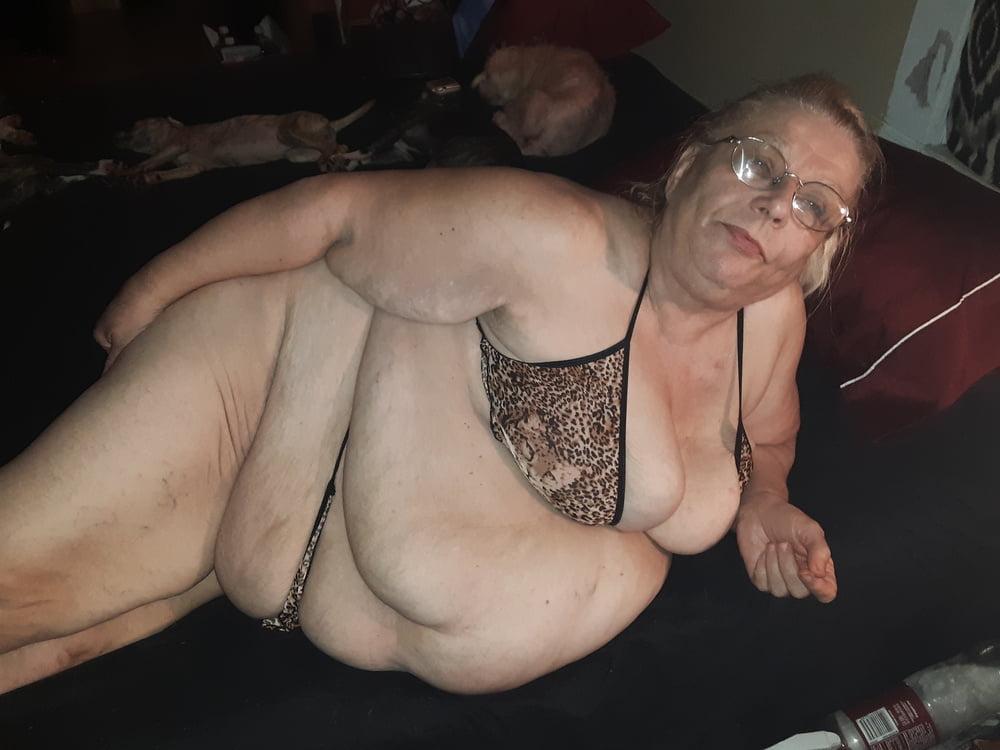 Kinky mom pics pound on phone