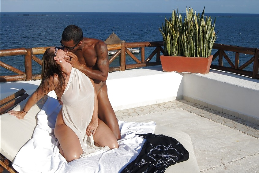 Porn image Slutty Wife and BBC on Vacation