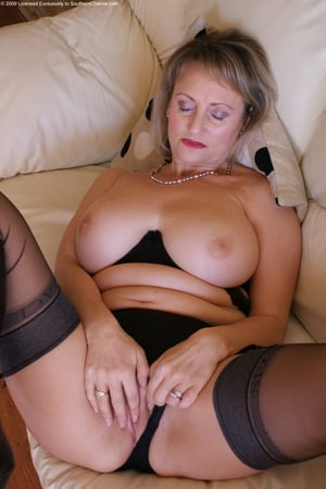 Adult Pictures 4 lesbians eating ass