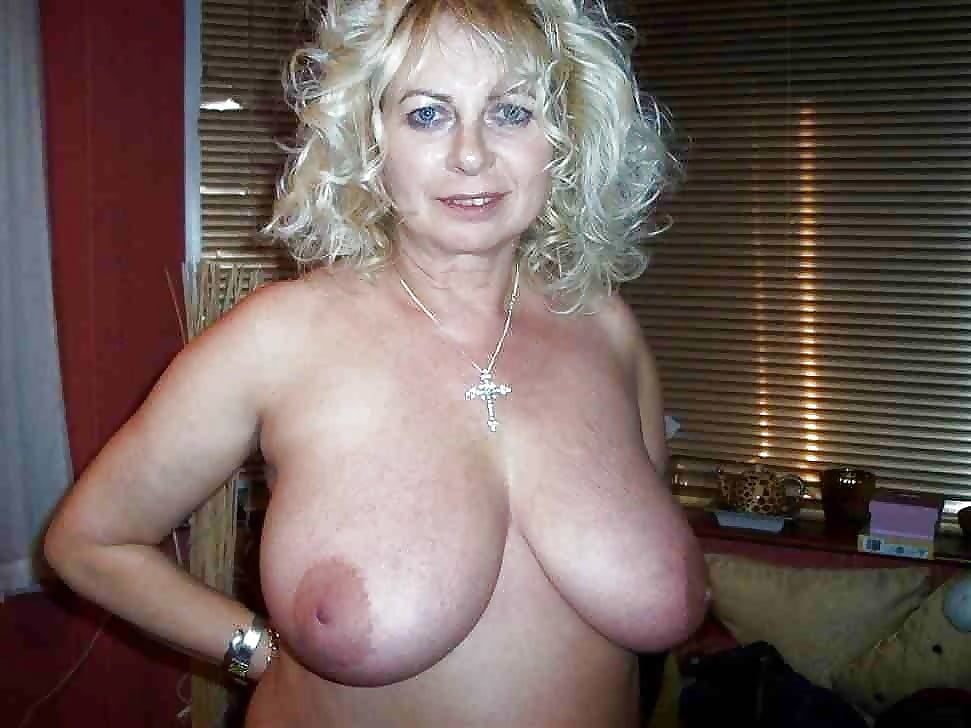 Older women big tits pics