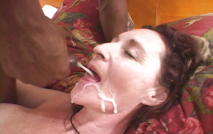 можете провести кончил в рот своей тете видео чистая
