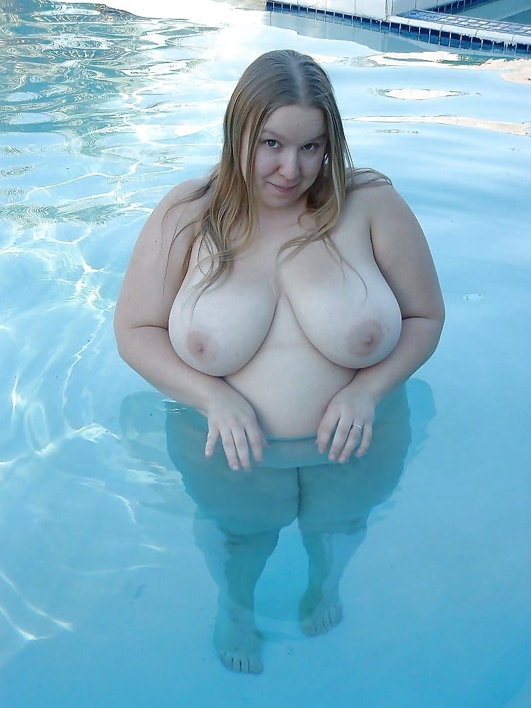 naked-fat-girl-in-swimming-pool