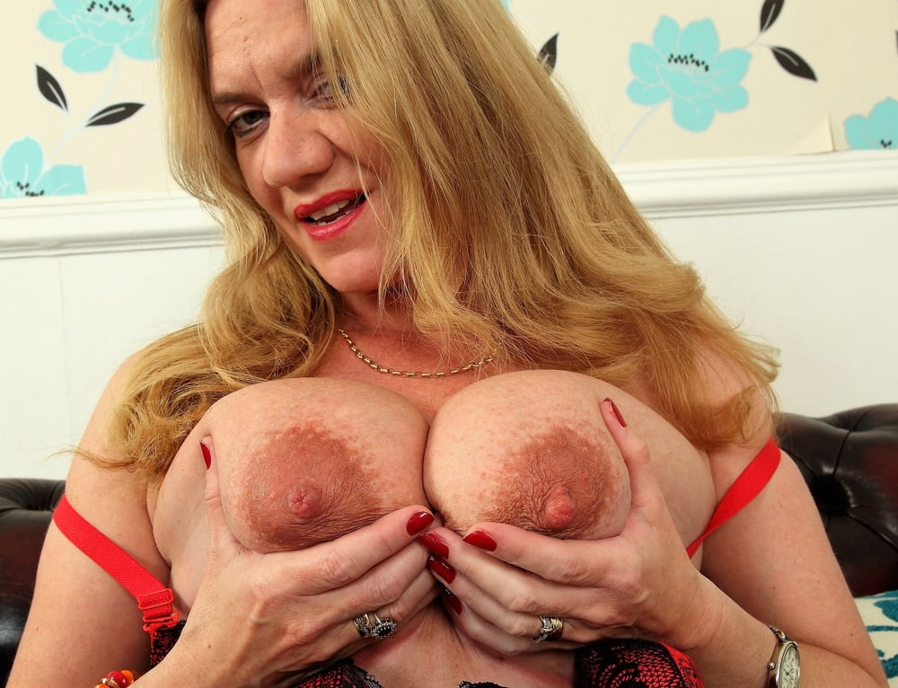 Mature woman with big tits 9