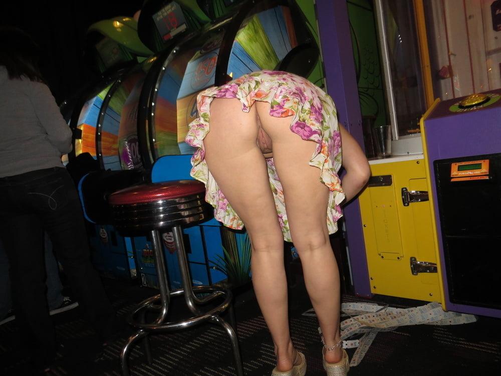 Upskirt voyeur pics, public up skirt porn