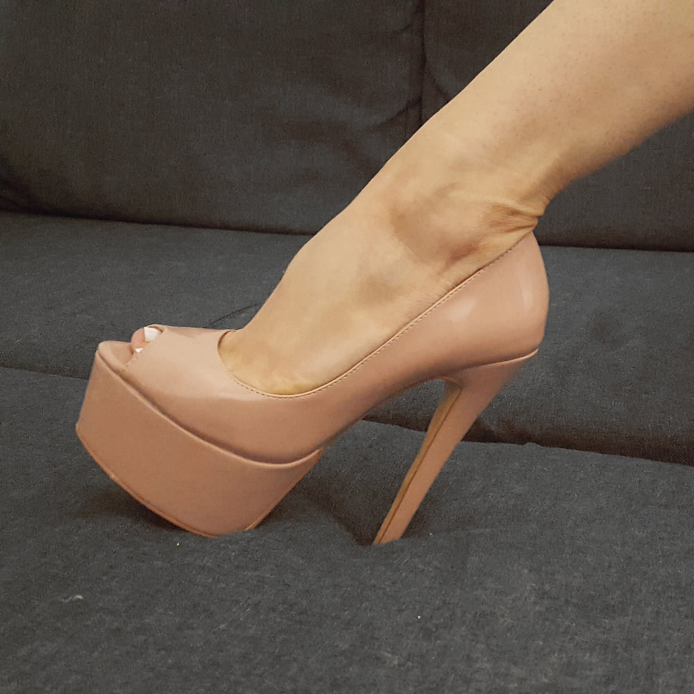 Nude wrap shoes
