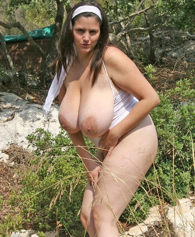 Huge areolas, big tits outdoors - 28 Pics